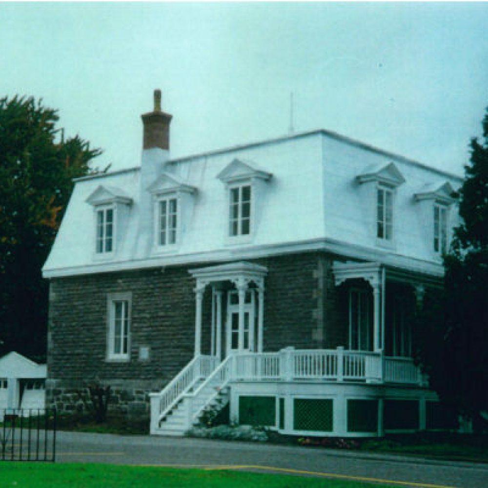 1885 – Construction du presbytère