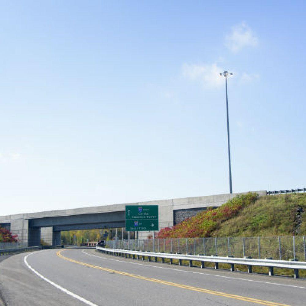 1966 – Construction des autoroutes 15 et 30